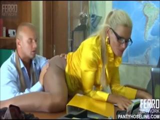 Секс с начальницей-блондинкой на работе  для возбуждения!